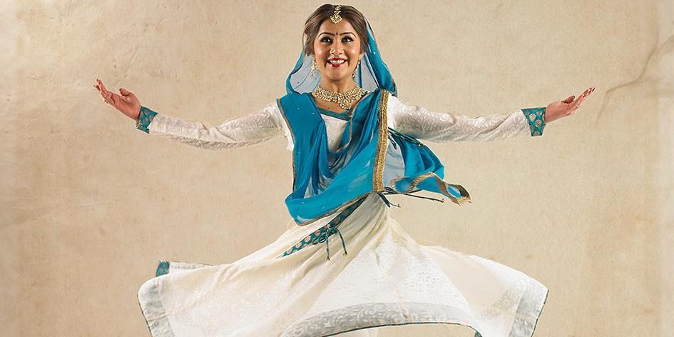 Sona Lisa Dance Company   Sonia Chandaria performs at Asian Voice Charity Awards